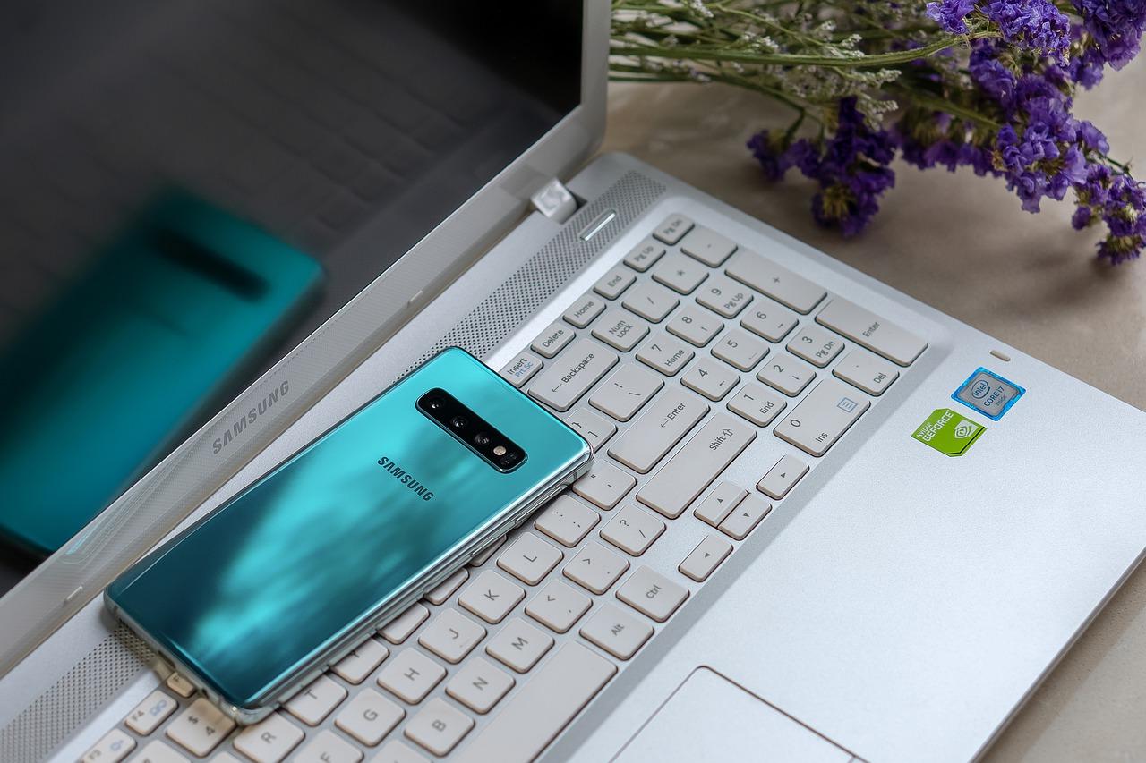 Diese Samsung Smartphones erhalten Android 12 & Android 13